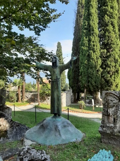 Statua in giardino